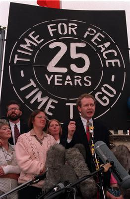 PACEMAKER BELFAST. Gerry Adams and Martin McGuinness at Connally House addressing the media about the IRA ceasefire. 31/8/94. 684/94/c