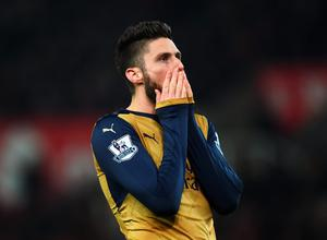 Olivier Giroud of Arsenal reacts after failing to score during the Barclays Premier League match between Stoke City and Arsenal at Britannia Stadium on January 17, 2016 in Stoke on Trent, England.  (Photo by Laurence Griffiths/Getty Images)