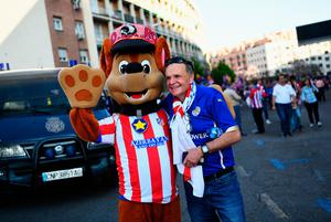 MADRID, SPAIN - APRIL 12:  Leicester fans enjoy the pre match atmosphere ahead of the UEFA Champions League Quarter Final first leg match between Club Atletico de Madrid and Leicester City at Vicente Calderon Stadium on April 12, 2017 in Madrid, Spain.  (Photo by David Ramos/Getty Images)