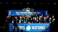 EDINBURGH, SCOTLAND - MARCH 21:  Ireland lift the Six Nations trophy after the RBS Six Nations match between Scotland and Ireland at Murrayfield on March 21, 2015 in Edinburgh, Scotland.  (Photo by Richard Heathcote/Getty Images)
