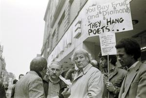 File Pics Seamus Heaney Had Died Today. Irish Poet Seamus Heaney(M) with Dunnes Stores Workers at a anti apartheid demo. 19/10/1985 Photo: Eamonn Farrell Photocall Ireland