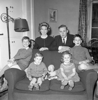 File photo dated 11/04/61 of Tony Benn at his London home with his  wife, Caroline, and four children-left to right- Hilary, 7, Joshua, 2, Melissa, 4, and Stephen, 9.The veteran politician died at home today at the age of 88, his family said in a statement.  PRESS ASSOCIATION Photo. Issue date: Friday March 14, 2014. See PA story DEATH Benn. Photo credit should read: PA/PA Wire