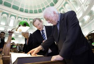 File Pics Seamus Heaney Has Died Today.21/12/2011 Dr Seamus Heaney literary papers to National Library. Irish Nobel laureate Dr Seamus Heaney with Taoiseach and Fine Gael Enda Kenny, today handed over his literary papers to the National Library of Ireland. At the heart of the Archive are the manuscripts of Seamus Heaney's poetry, a comprehensive and vast collection of loose-leaf, typescript and manuscript worksheets and bound notebooks that span Heaney's literary career from the publication of his first major collection 'Death of a Naturalist' right through to 'Station Island' and Human Chain'. Photo Mark Stedman/Photocall Ireland