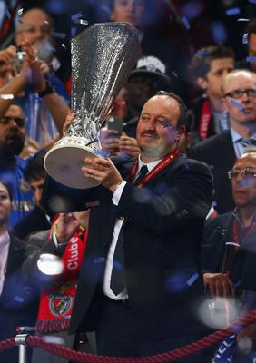 AMSTERDAM, NETHERLANDS - MAY 15:  Chelsea Interim Manager Rafael Benitez poses with the trophy during the UEFA Europa League Final between SL Benfica and Chelsea FC at Amsterdam Arena on May 15, 2013 in Amsterdam, Netherlands.  (Photo by Michael Steele/Getty Images)