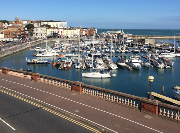 Renowned Kentish attractions such as Canterbury and its mighty cathedral, stately Sissinghurst Castle and its internationally renowned National Trust gardens, and the North Kent seaside resorts of Ramsgate, Broadstairs and Margate are all within reach