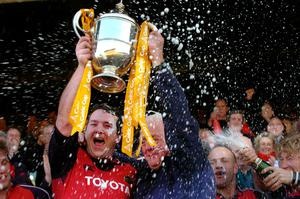 File photo dated 14-05-2005 of Munster captain Anthony Foley (L) and manager Alan Gaffney celebrate with the Celtic Cup after beating Llanelli Scarlets. PRESS ASSOCIATION Photo. Issue date: Sunday October 16, 2016. Munster head coach Anthony Foley has died at the team hotel in Paris, the Irish club have announced. See PA story RUGBYU Foley. Photo credit should read Haydn West/PA Wire.