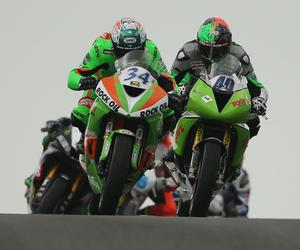 PressEye-Northern Ireland- 13th May  2017-Picture by Brian Little/PressEye  Alastair Seeley Gear Link Kawasaki leads Martin Jessopp Riders Motorcycles Triumph over Black Hill during Saturday's Bet McLean .Com Supersport Race  at the Vauxhall International 2017 North West 200 around the  8.9 mile Triangle course. Picture by Brian Little/PressEye