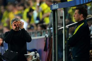 FILE - JUNE 02, 2013:  Jose Mourinho has been confirmed as Chelsea FC manager, returning to the club for a second term in charge, having left the club in 2007. DORTMUND, GERMANY - APRIL 24:  Head coach Jose Mourinho of Real Madrid gestures to the fourth official during the UEFA Champions League semi final first leg match between Borussia Dortmund and Real Madrid at Signal Iduna Park on April 24, 2013 in Dortmund, Germany.  (Photo by Lars Baron/Bongarts/Getty Images)