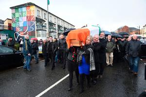 Sinn Fein President Gerry Adams (R) and Sinn Fein Northern Ireland leader, Michelle O'Neill (L) carry the coffin of the late Martin McGuinness past Free Derry corner on March 21, 2017 in Derry, Northern Ireland. (Photo by Charles McQuillan/Getty Images)