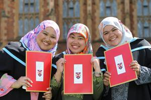 (L-R) DK Amal Nadiah PG Haji Yussop, Siti Norlisa HJ Salleh and Norazeerah HJ Abdul Rahman, who are all from Brunei, graduate together from Queens Universitys School of Planning, Architecture and Civil Engineering.
