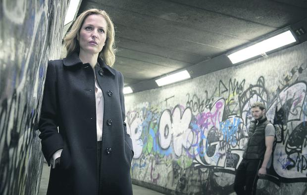 The Fall - Picture Shows: DSI Stella Gibson (Gillian Anderson) and Paul Spector (Jamie Dornan)