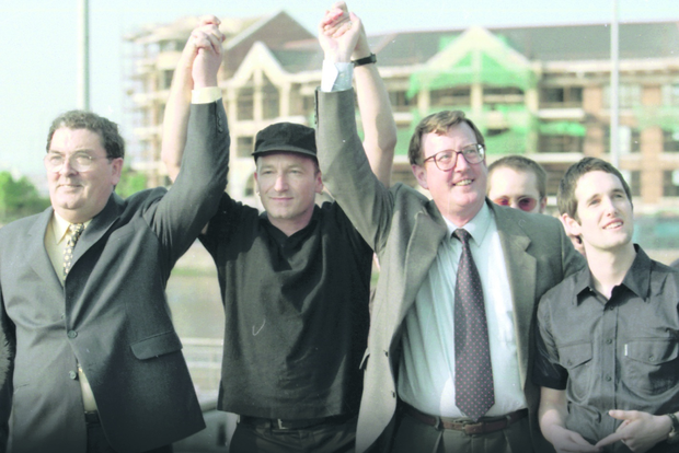 Good Friday Agreement. 'Yes' celebration. John Hume (SDLP), Bono (U2), David Trimble (UUP) and Tim Wheeler (Ash). 19/5/1998