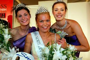 Crowning moment: Miss NI Gayle Williamson, with runners up Stephanie Henning (left) and Jennifer Browne