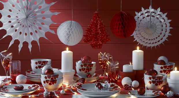 Red table setting, Wilko