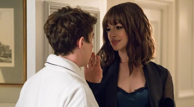 Con job: Anne Hathaway with Alex Sharp in The Hustle