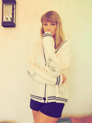 New trend: Taylor Swift in her Cardigan video