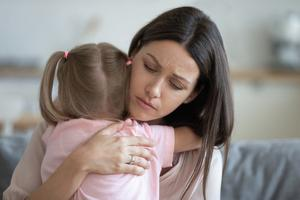 Warm embrace: parents can help children process their grief