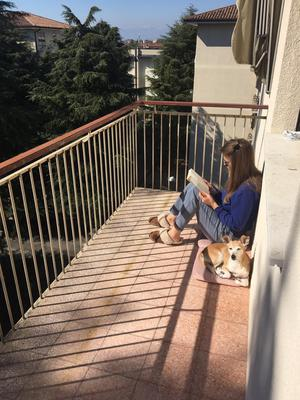 Self-isolating people take to their balconies