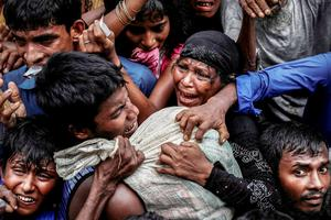 Rohingya refugees scramble for aid at a camp in Cox's Bazar, Bangladesh in 2017