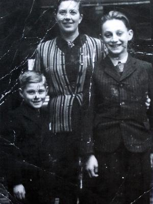 Family tragedy: Tomi Reichental (on left) with his mother Judith and older brother Miki
