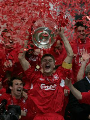 Steven Gerrard lifting the Champions League trophy in 2005