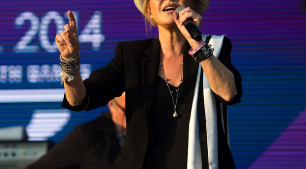 Lulu during a concert