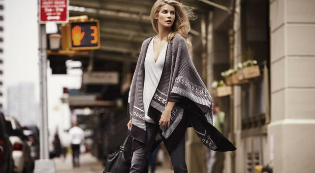Timeless elegance: the shawl never goes out of fashion