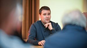 Former Manchester United and Northern Ireland footballer turned Linfield manager David Healy talks with prisoners in Maghaberry