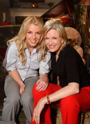 Diane Sawyer and Britney Spears in 2003