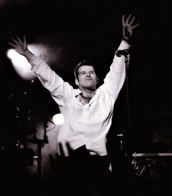 Peter Cunnah on tour with D:ream in Australia in 1995