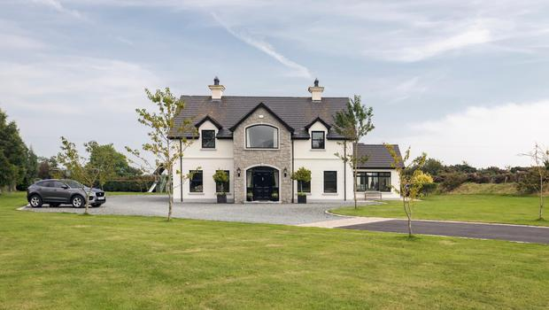 21a Aughnaloopy Road sits in expansive grounds of 1.3 acres