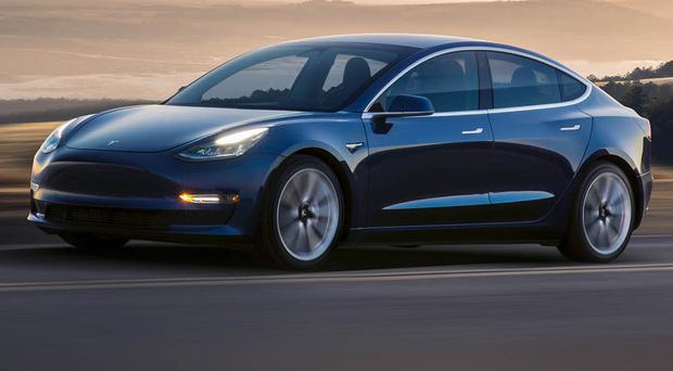 Tesla Model S runs 670 miles without recharging