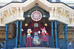 Mickey and Minnie welcoming guests to the reopened Disneyland Paris