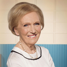 Family cooking doynenne Mary Berry