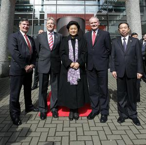 Madam Liu Yandong poses with First Minister Peter Robinson, Deputy First Minister Martin McGuinness, Professor Richard Barnett, Vice-Chancellor of University of Ulster and Yuan Guiren from the Chinese Ministry of Education