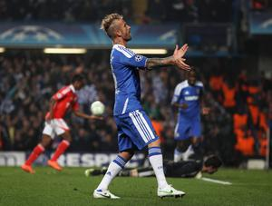 LONDON, ENGLAND - APRIL 04:  Raul Meireles of Chelsea celebrates his goal during the UEFA Champions League Quarter Final second leg match between Chelsea and Benfica at Stamford Bridge on April 4, 2012 in London, England.  (Photo by Clive Rose/Getty Images)