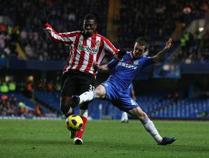 LONDON, ENGLAND - NOVEMBER 14:  Asamoah Gyan of Sunderland battles with Josh McEachran of Chelsea during the Barclays Premier League match between Chelsea and Sunderland at Stamford Bridge on November 14, 2010 in London, England.  (Photo by Scott Heavey/Getty Images)