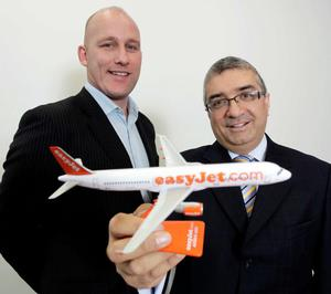 Greg Woodley of easyJet and Mukesh Sharma of Belfastbased Selective Travel Management seal the deal which will generate up to 10,000 additional business passengers for the airline annually from Belfast to destinations across Europe