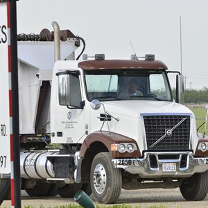 A truck entering Baker Commodities transfer station, where a cow with mad cow disease was discovered, in Hanford, California (AP/The Fresno Bee, John Walker )