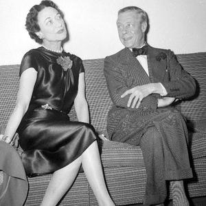 Wallis Simpson, the woman for whom Edward VIII abdicated the throne, may still have been in love with her husband, unseen letters have shown