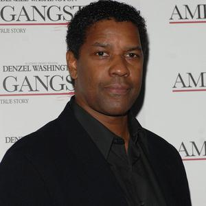 Denzel Washington got a black eye from Safe House co-star Ryan Reynolds