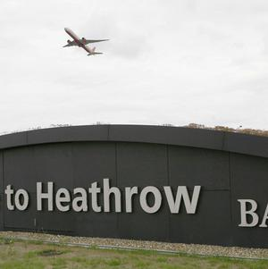 Global airlines are avoiding Heathrow because of capacity constraints, a report says