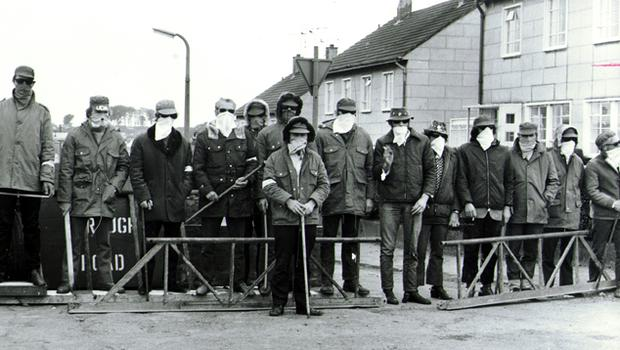 A UDA checkpoint barrier at Moat Road.  08/06/72