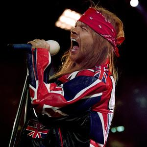Guns N' Roses frontman Axl Rose was robbed after the band played a concert in Paris