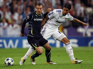 MADRID, SPAIN - APRIL 05:  Rafael van der Vaart of Tottenham Hotspur is challeneged by Sami Khedira of Real Madrid during the UEFA Champions League Quarter Final first leg match between Real Madrid and Tottenham Hotspur at Estadio Santiago Bernabeu on April 5, 2011 in Madrid, Spain.  (Photo by Clive Rose/Getty Images)