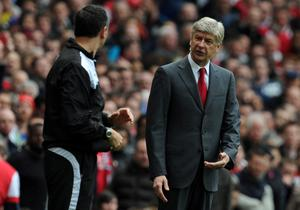 LONDON, ENGLAND - APRIL 08:  Arsenal manager Arsene Wenger reacts during the Barclays Premier League match between Arsenal and Manchester City at Emirates Stadium on April 8, 2012 in London, England.  (Photo by Michael Regan/Getty Images)