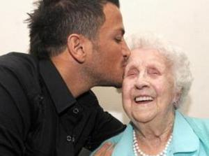 Ivy Bean (right) with 90's popstar Peter Andre who she met on Twitter