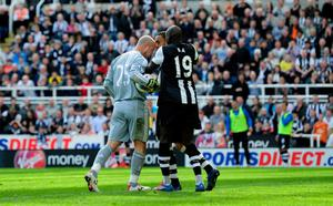 NEWCASTLE UPON TYNE, ENGLAND - APRIL 01:  Newcastle forward Demba Ba (r) attempts to intervene as Liverpool keeper Pepe Reina allegedly head buts Newcastle defender James Perch during the Barclays Premier League match between Newcastle United and Liverpool at Sports Direct Arena on April 1, 2012 in Newcastle upon Tyne, England.  (Photo by Stu Forster/Getty Images)