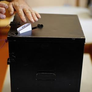 An EU observer mission reported that the Algerian elections had calm efficiency, but did not describe them as free and fair