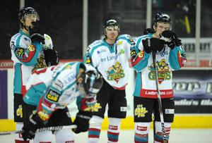30/12/10: Dejected Belfast Giants players after suffering their third straight home defeat being beaten 3-2 by the Newcastle Vipers in the Elite League game in Belfast. Picture: Michael Cooper